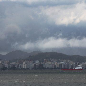 MPF denuncia Cedae por poluição da Baía de Guanabara e do mar
