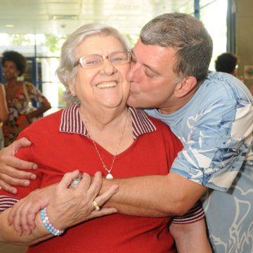 Corpo de Hilda Rebello, mãe de Jorge Fernando, é velado no Rio