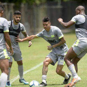 Abel Braga pede volante Richard, do Corinthians, de volta ao Vasco