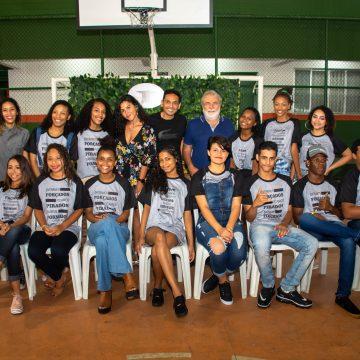 Alunos do nono ano da Escola Municipal Nilo Peçanha se formam