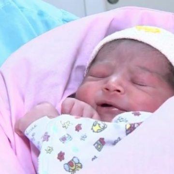 Bebê nasce dentro do avião em voo do Rio para o Chile