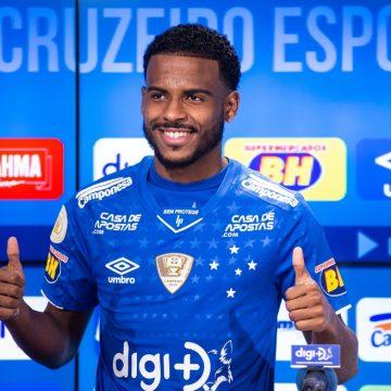 Botafogo solicita volta de Ezequiel, mas sondagens do Brasil e do exterior deixam futuro do jovem indefinido