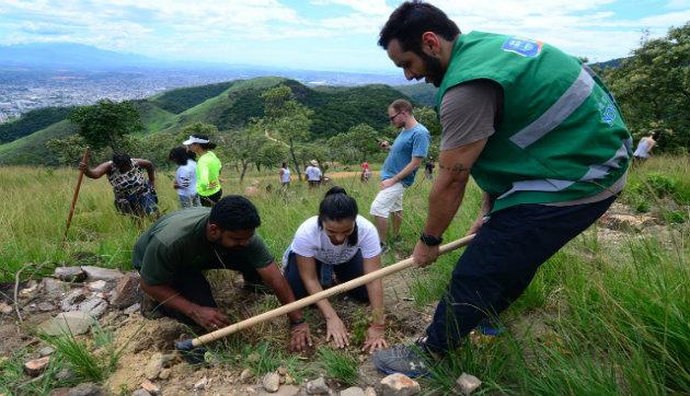 Serra do Vulcão em Nova Iguaçu recebe ação de reflorestamento