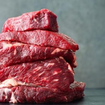 Carne sobe 8%, e inflação registra pior mês de novembro em 4 anos, diz IBGE