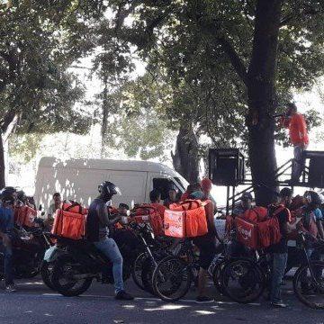 Entregadores de aplicativos realizam manifestação no Rio