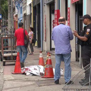 Homem morre na calçada da CER do Centro