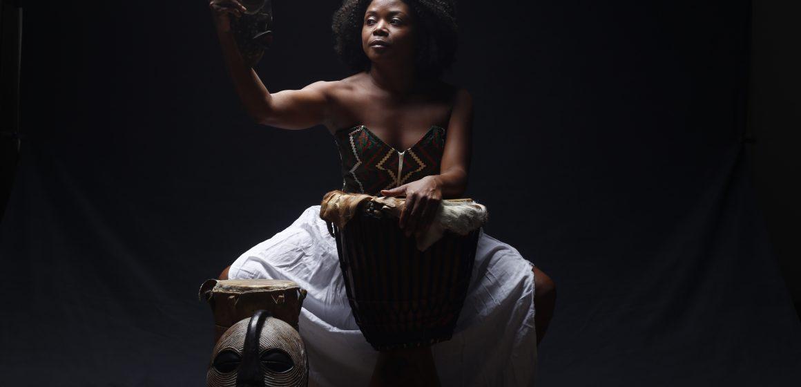 """Espetáculo """"Meus Cabelos de Baobá"""" ressalta a força do feminino negro"""