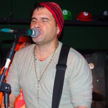 Banda Plano R é atração em Pré- Reveillon de Flashback com banho de espuma no Mackenzie