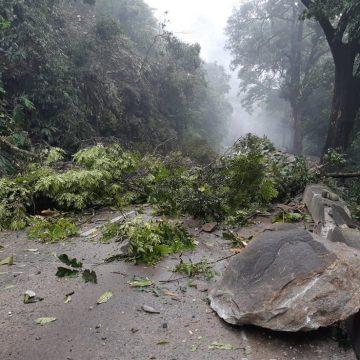Subida da Serra de Petrópolis, RJ, é atingida por deslizamento de encosta