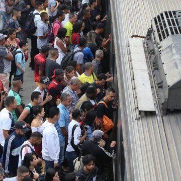 SuperVia terá que distribuir 130 mil bilhetes gratuitos após retirar 40 trens de circulação