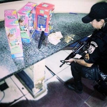 Homem é preso após assaltar loja com arma falsa e roubar bonecas na Praça Seca