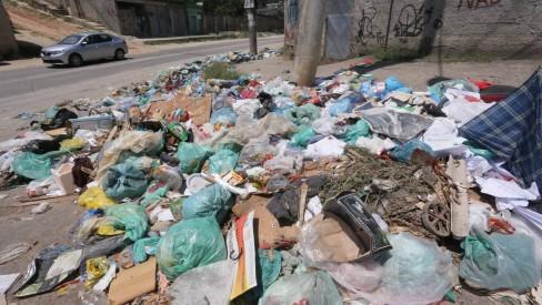 Moradores de Belford Roxo sofrem com coleta de lixo irregular; prefeitura diz que vai normalizar
