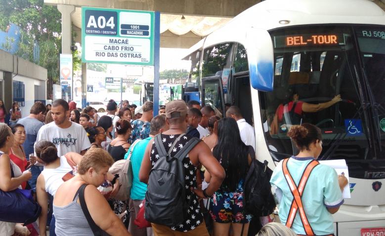 Terminais Rodoviários da Baixada com ônibus extras para o Natal e Réveillon