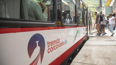 Trem do Corcovado volta a operar nesta segunda-feira, após incêndio no sábado