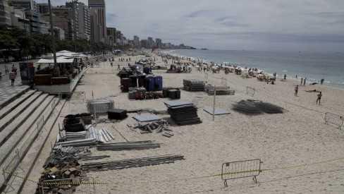 Justiça derruba decreto que permitia área vip na areia para noite do réveillon
