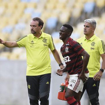"""Maurício enaltece time de garotos do Flamengo após segunda vitória: """"Está se comportando muito bem"""""""