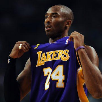Kobe Bryant, astro da NBA, morre em acidente de helicóptero nós Estados Unidos