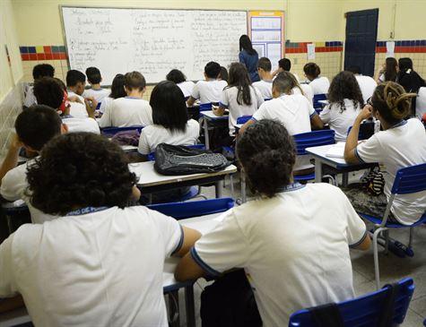 Alunos e responsáveis reclamam de problemas para fazer matrícula no site da rede estadual de ensino do RJ