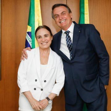 Bolsonaro diz que nomeação de Regina Duarte deve sair quando ele voltar da Índia