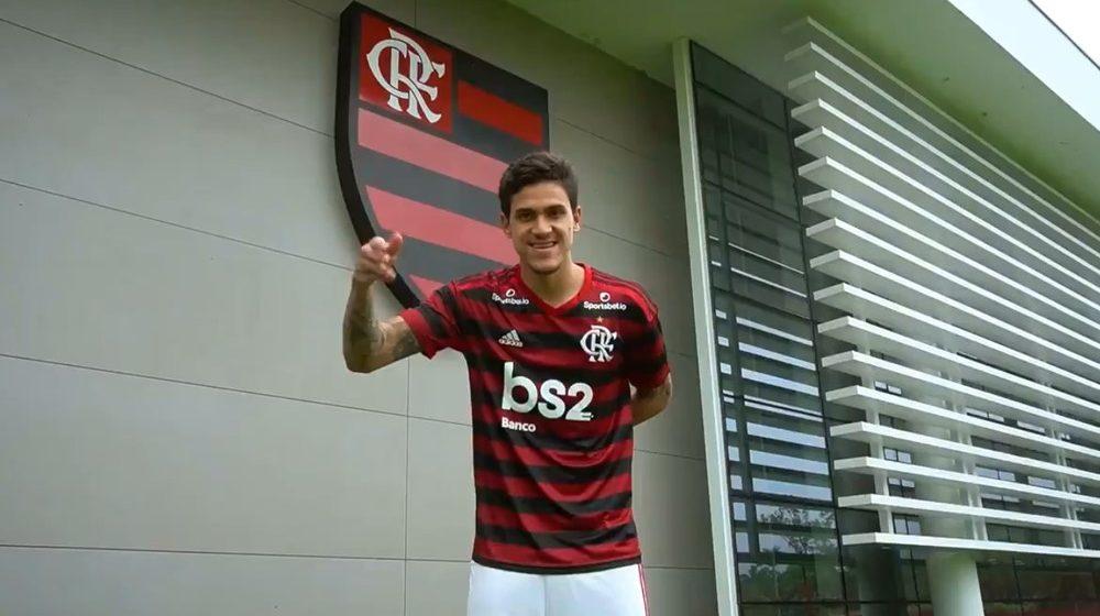Com reverência a Zico, atacante Pedro é anunciado oficialmente pelo Flamengo