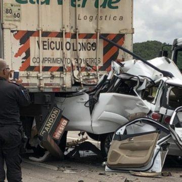 Empresário morre após colidir carro em carreta no Arco Metropolitano