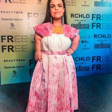 Rebeca Costa ensina como adaptar roupas para pessoas com nanismo
