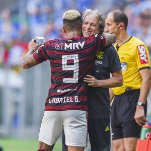 Flamengo apara últimas arestas e espera definir permanências de Jesus e Gabigol nesta semana