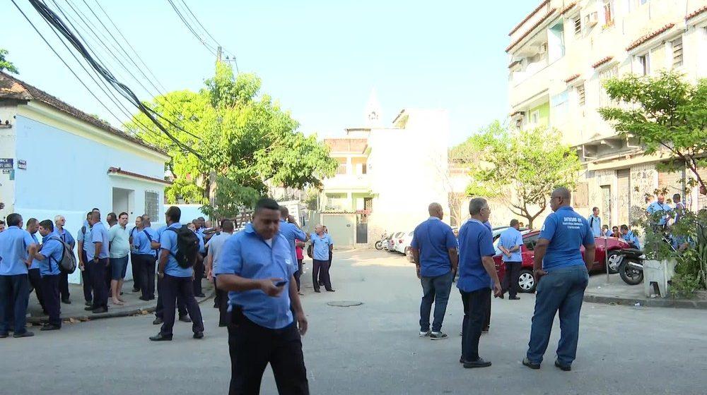 Funcionários de empresa de ônibus protestam na Zona Norte do Rio