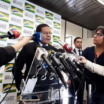 Governo também quer contratar servidores aposentados para reduzir fila no INSS, diz Mourão