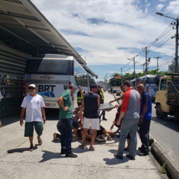 Homem é atropelado em estação de BRT Capitão Menezes