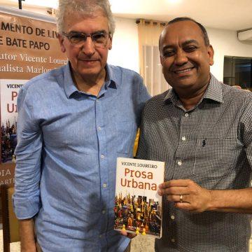 Prosa e política em lançamento de livro em Nova Iguaçu