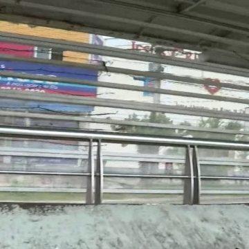 Imagens mostram homem vandalizando estação do BRT em Santa Cruz, na Zona Oeste