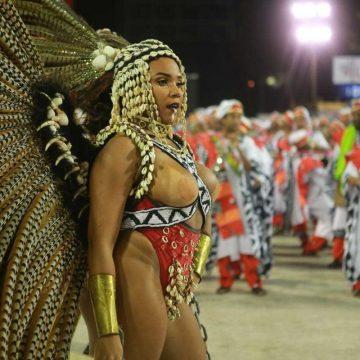 'Messias de arma na mão' e 'aldeia que não tem bispo': sambas de 2020 não poupam críticas