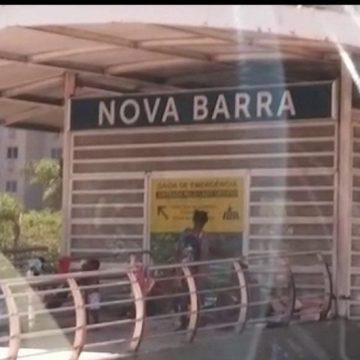 Moradores de rua transformam estação do BRT na Barra da Tijuca em abrigo
