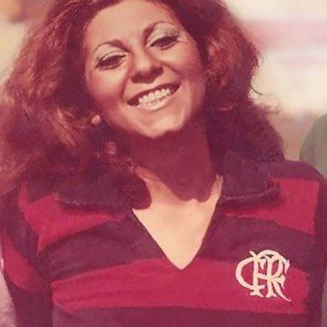 Morre no Rio primeira mulher a cobrir futebol no Brasil, conhecida como 'moça do Flamengo'