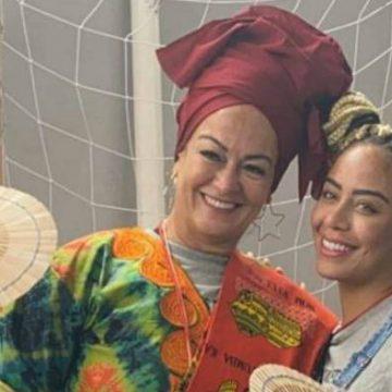 Na África, Rafaella Santos exibe barriga de grávida
