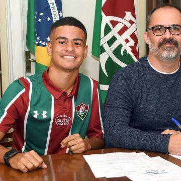 """Ousado dentro e fora de campo, Miguel começa a virar realidade no Fluminense: """"Melhor noite da vida"""""""