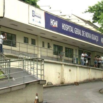 Parentes relatam falta de refrigeração no necrotério do Hospital da Posse, em Nova Iguaçu