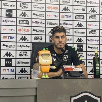 """Pedro Raul aprova parceria com Bruno Nazário e fala em meta de gols: """"Com a camisa do Botafogo, 10 é pouco"""""""