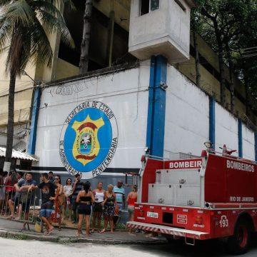 Presos são transferidos após incêndio em presídio no Rio de Janeiro