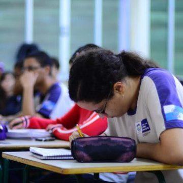 Site para matrícula na rede estadual do RJ está normal segundo secretaria, mas alunos e responsáveis reclamam