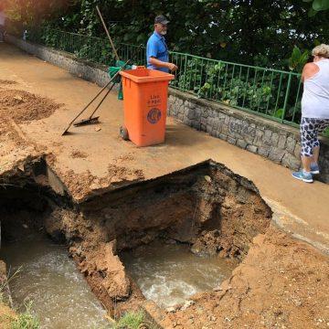 Tubulação se rompe e forma cratera na ciclovia da Lagoa Rodrigo de Freitas, na Zona Sul do Rio