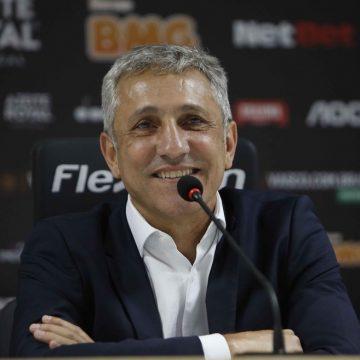 Vasco conclui negociação com BMG, recebe antecipação e programa pagar um mês de salário