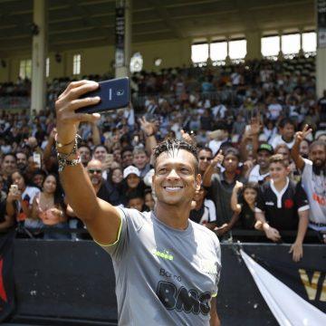 Vasco recebe resposta de Guarín e negocia contrato de um ano com colombiano