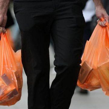 Supermercados estão liberados de dar sacolas plásticas de graça