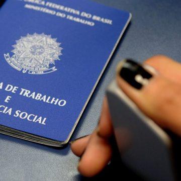 Bolsonaro assina decreto e define salário mínimo em R$ 1.039