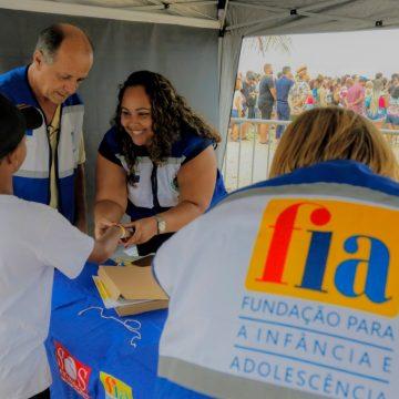 """FIA realiza ação de prevenção e orientação para evitar desaparecimento de crianças durante o evento  """"VERÃO TIM NAS PRAIAS"""", em Copacabana e Ipanema."""