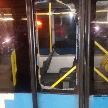Vandalismo deixa 16 articulados do BRT depredados, prejudicando 19 mil passageiros
