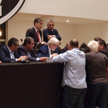 Conselho do Vasco aprova atas de diretas, adia reforma do estatuto e instaura comissão para julgar Campello