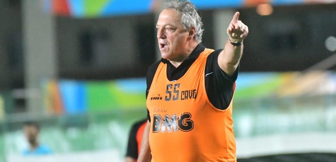 "Abel Braga valoriza a persistência do Vasco e minimiza vaias: ""Problema zero"""